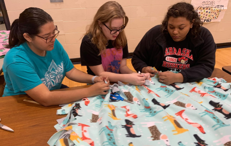 Students, staff, community members work together to help those in need through Project Linus