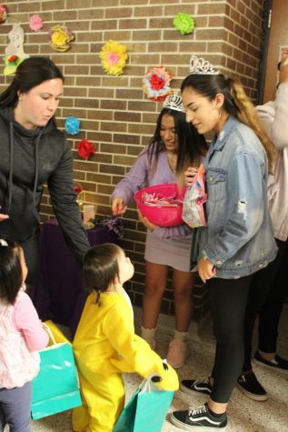 Video Story: Students, staff create trick-or-treating event for kids, help Bellevue Food Pantry