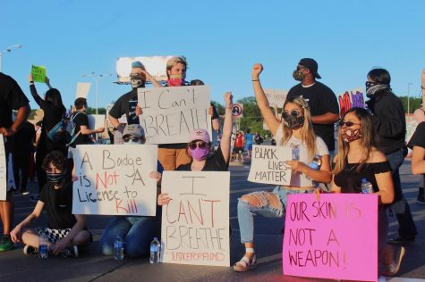 Omahans swarm 72nd and Dodge to protest police custody death of George Floyd